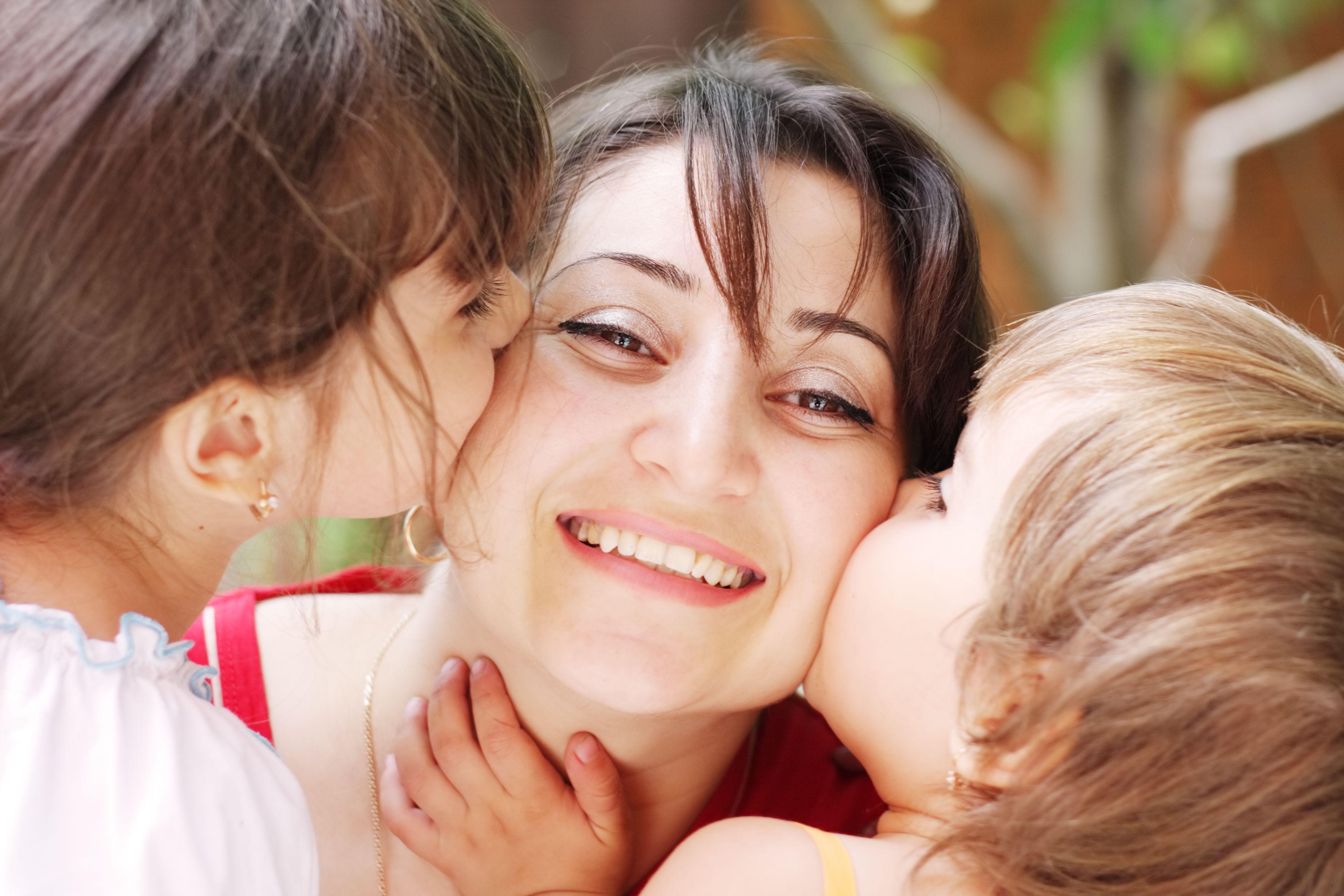 Фото любящей матери с детьми