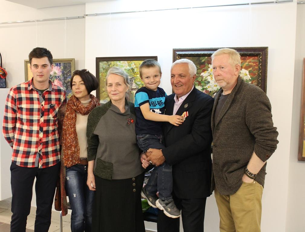 Открылась выставка Миши Григоряна «Цветочный дар»