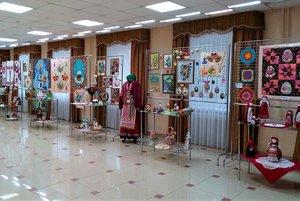 Совместная выставка «От книги к творчеству»